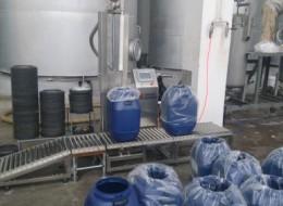 东营圣光涂料称重灌装机中大桶现场